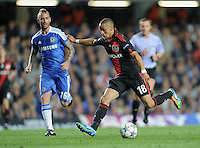 FUSSBALL   CHAMPIONS LEAGUE   SAISON 2011/2012     13.08.2011 FC Chelsea London - Bayer 04 Leverkusen Sidney Sam (re, Bayer 04 Leverkusen) gegen Raul Meireles (FC Chelsea)