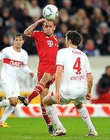 Fussball 1. Bundesliga:  Saison   2011/2012    16. Spieltag VfB Stuttgart - FC Bayern Muenchen  11.12.2011 Rafinha (li, FC Bayern Muenchen) gegen William Kvist (VfB Stuttgart)