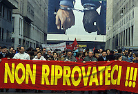 10 Mar 1993, Milano - Manifestazione dei sindacati e della societa' civile a favore di &quot;mani pulite&quot;<br /> Mar 10 1993 Milan - Demonstration of trade unions and civil society in favor of &quot;clean hands&quot;. On the banner &quot;Do not try again&quot;