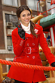 VICTORIA JUSTICE (MACY'S THANKSGIVING DAY PARADE 11-25-2010)