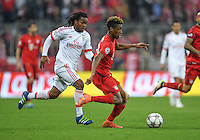 FUSSBALL CHAMPIONS LEAGUE  SAISON 2015/2016 VIERTELFINALE HINSPIEL FC Bayern Muenchen - Benfica Lissabon         05.04.2016 Kingsley Coman (re, FC Bayern Muenchen) enteilt Renato Sanches (re, Benfica Lissabon)