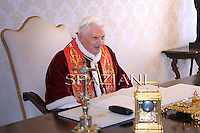 Pope Benedict XVI, during a meeting Chilean President Sebastian Pinera (L) and his wife Cecilia Morel (R) during a private audience at the Vatican, 03 March 2011