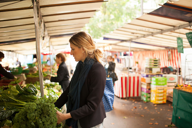Buying Kale at a local Paris market.<br /> <br /> Kristen Beddard, 29, of The Kale Project, in Paris, France.  Kevin German / Luceo