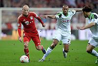 FUSSBALL  DFB-POKAL  HALBFINALE  SAISON 2012/2013    FC Bayern Muenchen - VfL Wolfsburg            16.04.2013 Arjen Robben (li, FC Bayern Muenchen) gegen Naldo (re, VfL Wolfsburg)