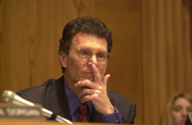 RC20000301-204-IW: March 1, 2000:    Sen. Tom Daschle, D-SD,  as he appears during a hearing on prescription drug legislation.                      Ian Wagreich/Roll Call
