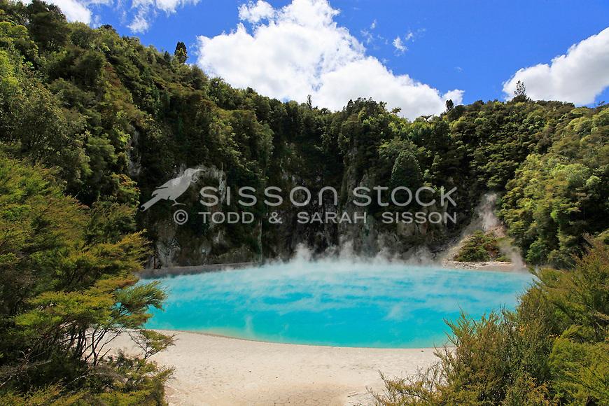 NZ-RO-Waimangu-Inferno-Crater-01.jpg