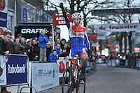WIELRENNEN: SURHUISTERVEEN: 02-01-2014, Centrumcross, winnaar Lars van der Haar, ©foto Martin de Jong
