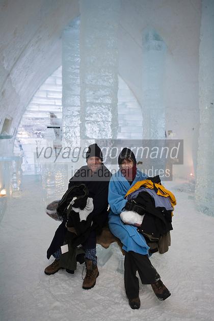 Amérique/Amérique du Nord/Canada/Québec/   Sainte-Catherine -de-la -Jacques-Cartier: Clients de l'Ice Hôtel aprés une nuit dans  l' Hôtel de glace à la station touristique de Duschesnay prés du lac Saint-Joseph