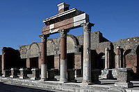 Macellum, Pompeii, 2nd century BC. A group of Corinthian columns stands in front of the covered food market which is North East of the Forum