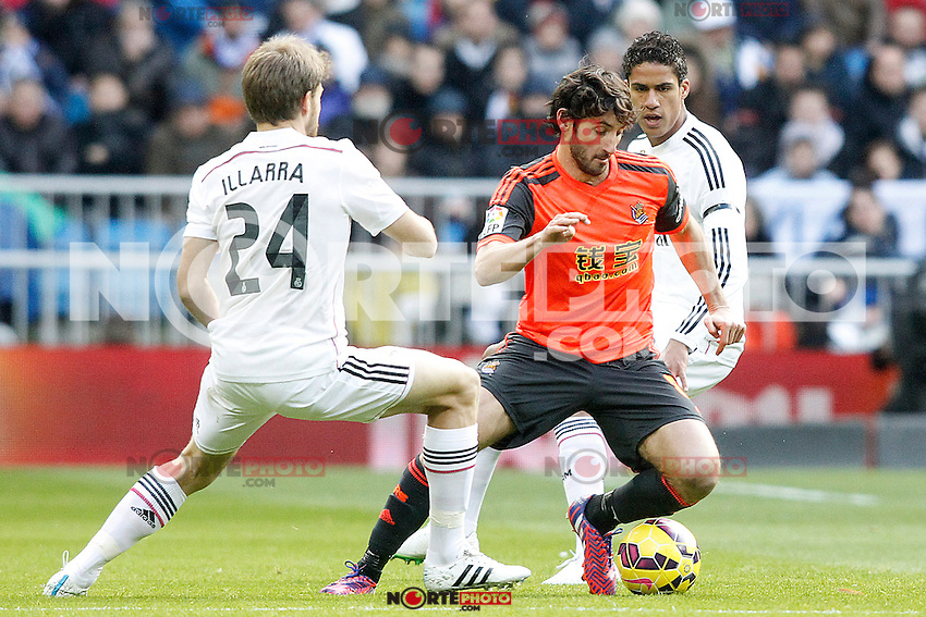 Real Madrid's Asier Illarramendi (l) and Raphael Varane (r) and Real Sociedad's Esteban Granero during La Liga match.January 31,2015. (ALTERPHOTOS/Acero) /NortePhoto<br />