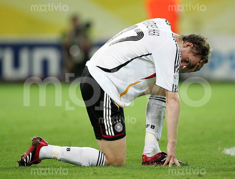 Fussball WM 2006 Halbfinale in Dortmund, Deutschland - Italien,  Per Mertesacker (GER) nach der 0:2. Niederlage.