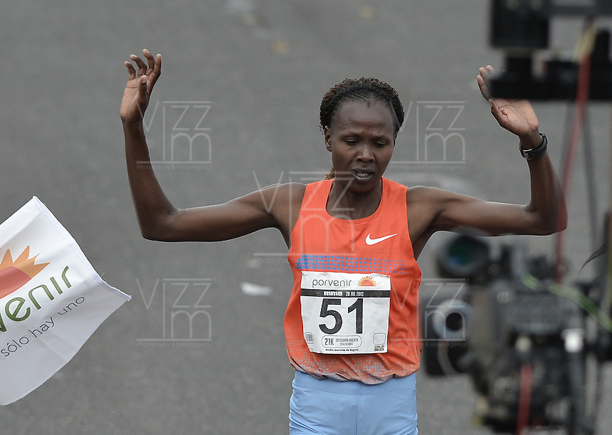 BOGOTÁ -COLOMBIA. 28-07-2013. Priscah Jeptoo (Kenia) con un ntiempo de 1.12:24 fue  la ganadora de la Media Maratón de Bogotá 2013 en categoría mujeres. En esta ocasión Geoffrey Kipsang (Kenia) fue el ganador en varones con un tiempo de 1.03:46. / Priscah Jeptoo (Kenya) with a time of 1.12:24 was the winner of the Half Marathon of Bogota 2013 in women category. In this edition Geoffrey Kipsang (Kenya) with a time of 1.03:46 and in women the winner  was . Photo: VizzorImage / Str