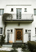 Josef Maria Olbrich: Habich House, Darmstadt. Door and entrance. Photo '87.