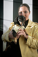 Stefania Petyx con il suo bassotto Carolina.<br />