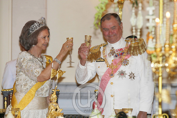 Queen Sofia of Spain & Prince Henrik of Denmark attends a Banquet for foreign monarchs & royal guests at the Chakri Maha Prasat Throne Hall, hosted by Thai King Bhumibol Adulyadej, during the celebrations to mark the 60th anniversary of his accession to the throne..