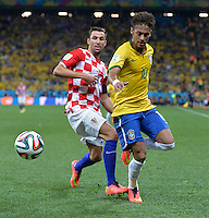 FUSSBALL WM 2014  VORRUNDE    Gruppe A    12.06.2014 Brasilien - Kroatien Darijo Srna (li, Kroatien) gegen Neymar (re, Brasilien)