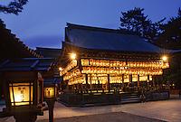 """Asie/Japon/Kyoto: Le parc """"Maruyama"""" et le sanctuaire """"Yasaka Jinja"""" vus de nuit"""
