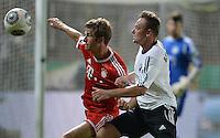 FUSSBALL       DFB POKAL 1. RUNDE        SAISON 2013/2014 BSV Schwarz-Weiss Rehden  - FC Bayern Muenchen  05.08.2013 Thomas Mueller (li, FC Bayern Muenchen) gegen Viktor Pekrul (re, Rehden)