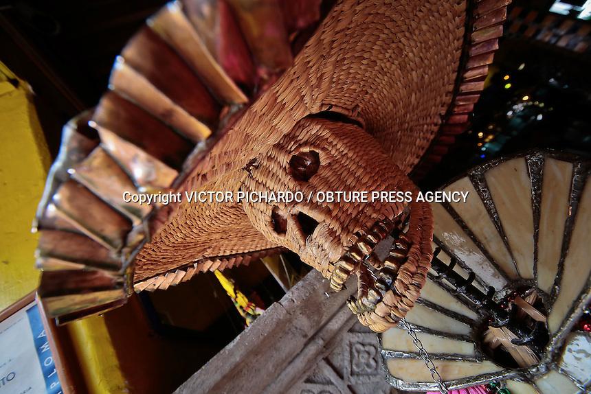 Quer&eacute;taro, Qro. 2015.- El d&iacute;a de muertos se aproxima y varios negocios ya se preparan con adornos, altares, calaveritas o promociones de halloween.<br /> Foto: Victor Pichardo / Obture Press Agency