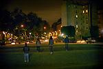 [English]  6:30 PM, Paris, the Villemin park is closing.<br /> <br /> [Francais]  Le square Villemin ferme, direction la Place Colonel Fabien.