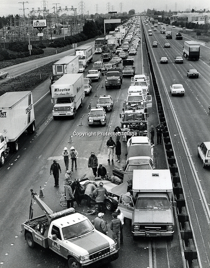 Auto Accident: This auto crash  on Freeway# 880 in Oakland,California,  also know at the Nimitz Freeway<br />