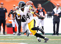 Antonio Brown #84 of the Pittsburgh Steelers runs after a catch against the Cincinnati Bengals during the game at Paul Brown Stadium on December 12, 2015 in Cincinnati, Ohio. (Photo by Jared Wickerham/DKPittsburghSports)