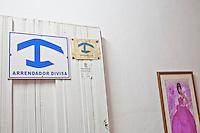 cartello con imbolo di una casa particular , bed & breakfast