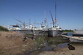 Hafen in Kuigan, Kasachstan.  Der Balchaschsee im Osten Kasachstans droht auszutrocknen. / Port in Kuigan, Kazakhstan. The Lake Balkhash in eastern Kazakhstan threatens to dry up.