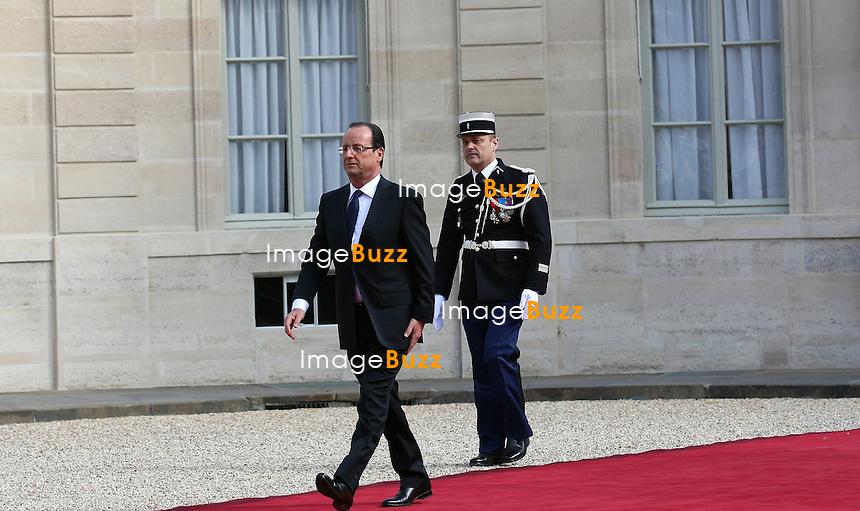 FRANCOIS HOLLANDE - A LA PASSATION DE POUVOIR DE LA REPUBLIQUE FRANCAISE ENTRE NICOLAS SARKOZY & FRANCOIS HOLLANDE..15 MAI 2012 - PARIS (FRANCE)