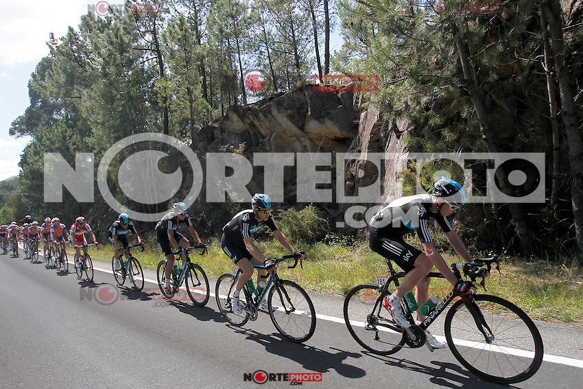 Christopher Froome (r) and Ben Swift leading the peloton during the stage of La Vuelta 2012 between Vilagarcia de Arousa and Mirador de Erazo (Dumbria).August 30,2012. (ALTERPHOTOS/Paola Otero) /NortePhoto.com<br /> <br /> **CREDITO*OBLIGATORIO** <br /> *No*Venta*A*Terceros*<br /> *No*Sale*So*third*<br /> *** No*Se*Permite*Hacer*Archivo**<br /> *No*Sale*So*third*