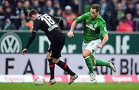 FUSSBALL   1. BUNDESLIGA   SAISON 2012/2013    24. SPIELTAG SV Werder Bremen - FC Augsburg                           02.03.2013 Jan Ingwer Callsen Bracker (li, FC Augsburg) gegen Marko Arnautovic (re, SV Werder Bremen)