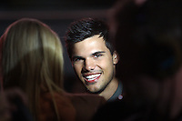 "SYDNEY, AUSTRALIA - AUGUST 23:  Actor Taylor Lautner arrives at the ""Abduction"" Sydney premiere at Hoyts Cinemas on August 23, 2011 in Sydney, Australia.  (Photo by Marianna Massey/WireImage)"