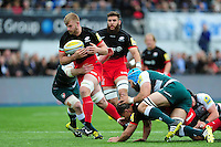 George Kruis of Saracens goes on the attack. Aviva Premiership semi final, between Saracens and Leicester Tigers on May 21, 2016 at Allianz Park in London, England. Photo by: Patrick Khachfe / JMP
