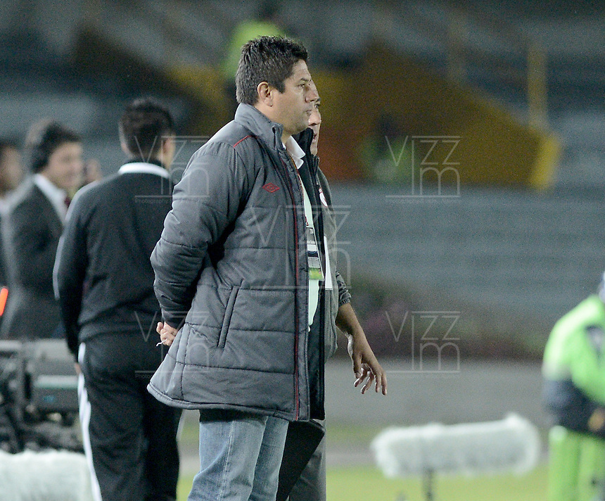 BOGOTÁ -COLOMBIA, 24-01-2014. Wilson Gutiérrez técnico de Santa Fe gesticula durante partido contra Itaguí por la fecha 1 por la Liga Postobón  I 2014 jugado en el estadio Nemesio Camacho el Campín de la ciudad de Bogotá./ Independiente Santa Fe's coach Wilson Gutierrez gestures during match against Itagui for the 1st date for the Postobon  League I 2014 played at Nemesio Camacho El Campin stadium in Bogotá city. Photo: VizzorImage/ Gabriel Aponte / Staff