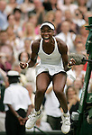 Tennis All England Championships Wimbledon Venus Williams (USA) jubelt ausgelassen nach ihrem Finalsieg gegen Lindsay Davenport (USA).