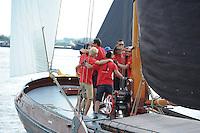 ZEILEN: SNEEK: Snitser Mar, 01-08-2014, SKS skûtsjesilen, Schipper Douwe Azn. Vissse met het Skûtsje Doarp Grou, op weg naar het kampioenschap, ©foto Martin de Jong