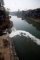 Sewage flowing into the Jehlum River (or Jhelum River). The river is polluted. Srinagar, Kashmir, India. © Fredrik Naumann/Felix Features