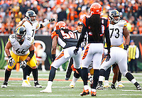 Ramon Foster #73 of the Pittsburgh Steelers stands up at the line of scrimmage with teammate Ben Roethlisberger #7 of the Pittsburgh Steelers against the Cincinnati Bengals during the game at Paul Brown Stadium on December 12, 2015 in Cincinnati, Ohio. (Photo by Jared Wickerham/DKPittsburghSports)