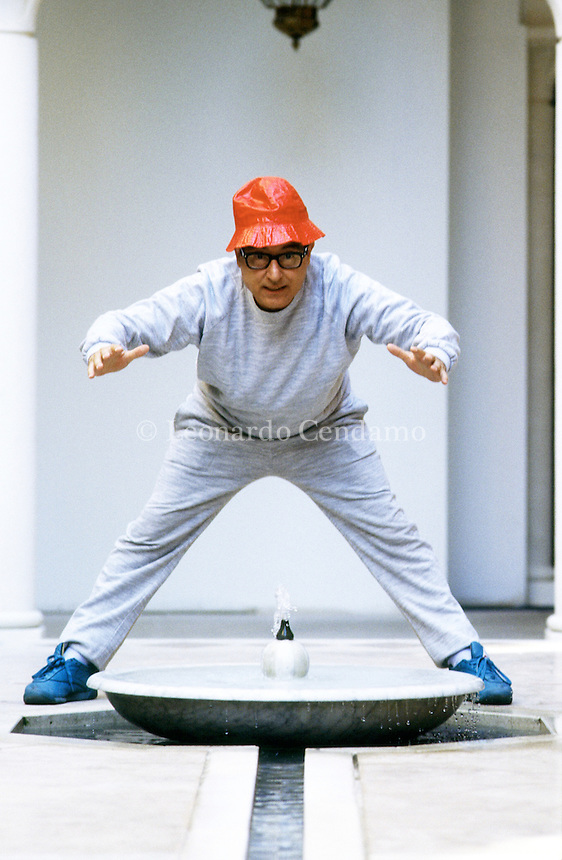 """Oreste Lionello è stato un attore, cabarettista, doppiatore, direttore del doppiaggio e dialoghista italiano. È considerato uno dei padri del cabaret italiano, dove si impose a partire dal secondo dopoguerra. . di ORESTE LIONELLO Foto di Oreste Lionello con Woody Allen. File audio: la voce di Oreste Lionello nel film """"Anything Else"""", in cui doppia Woody Allen. Venezia settembre 1991. © Leonardo Cendamo"""