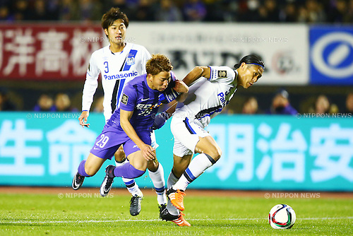(L-R)<br /> Takuma Asano (Sanfrecce),<br /> Daiki Niwa (Gamba),<br /> DECEMBER 5, 2015 - Football / Soccer : <br /> 2015 J.League Championship Final 2nd leg match<br /> between Sanfrecce Hiroshima - Gamba Osaka<br /> at Hiroshima Big Arch in Hiroshima, Japan.<br /> (Photo by Shingo Ito/AFLO SPORT)