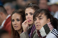 A fan of Real Madrid can not contain her tears to see their idols