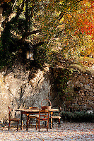 'L Aia' (barnyard), the ideal setting for outdoor dining at 'I Cerri' Watch-tower, Spoleto, Umbria, Italy