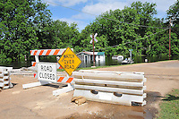 8/11/11} Vicksburg} -- Vicksburg, MS, U.S.A Signs mark the road to the northh Kings Community that has been flooded by the Mississipppi River. A house on Chicksaw road is filling with water from the Mississippi River  May 11,2011. Vicksburg a riverfront town steeped in war and sacrifice, gets set to battle an age-old companion: the Mississippi River. The city that fell to Ulysses S. Grant and the Union Army after a painful siege in 1863 is marshalling a modern flood-control arsenal to keep the swollen Mississippi from overwhelming its defenses. PHOTO©SUZIALTMAN.COM.Photo by Suzi Altman, Freelance.