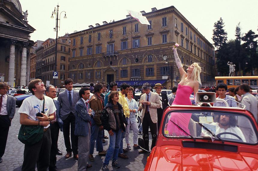 Roma  1987..Campagna elettorale di Ilona Staller Candidata per il Partito Radicale alla Camera dei Deputati ..