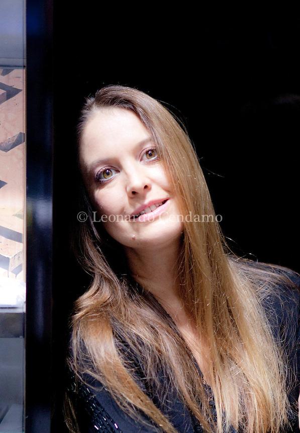 """2011, Enrica Roddolo, Writer italiana, giornalista, caposervizio, """" Il Mondo """" Milano dicembre  © Leonardo Cendamo"""