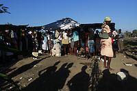 Terremoto en Haiti.  Carpa cedida por el ejercito español montada en el dispensario clinico de las Hermanas hijas de la Caridad, donde atienden y dan de comer a mas de 500 personas al dia, en uno de los barrios mas deprimidos de Puerto Principe. Haiti...After quake in Haiti, the population affected suffer the consecuences of the disaster