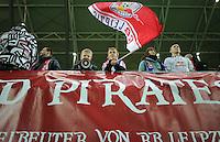 DFB Pokal 2011/12 2. Hauptrunde RasenBallsport Leipzig - FC Augsburg Jugendliche Fans mit RB Fahne.