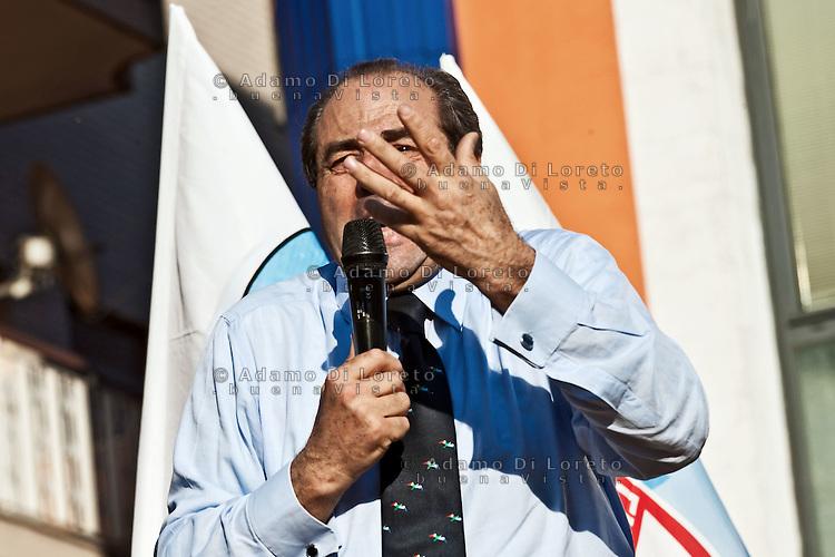 MONTESILVANO (PE) 04-05-2012 - L'ONOREVOLE ANTONIO DI PIETRO IN PIAZZA A MONTESILVANO A SOSTEGNO DI ATTILIA DI MATTIA, CANDIDATO SINDACO IDV ALLE PROSSIME ELEZIONI AMMINISTRATIVE COMUNALI..NELLA FOTO L'ON. ANTONIO DI PIETRO IDV.FOTO DI LORETO