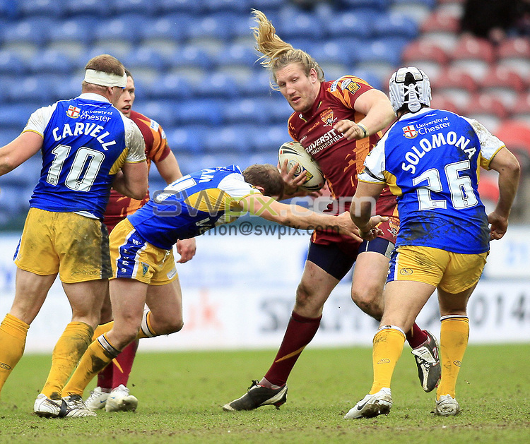 Pix: Chris Mangnall /SWPix.com, Rugby League, Super League. 28/02/10 Huddersfield Giants v Warrington Wloves....picture copyright>>Simon Wilkinson>>07811267 706>>....Huddersfield's Eorl Crabtree tackled by Warrington's Micky Higham