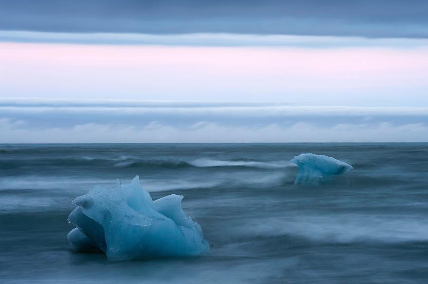 01.08.2008.Glacier ice laying on the sea shore.öræfi, Iceland